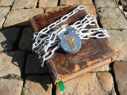 Chained_bible